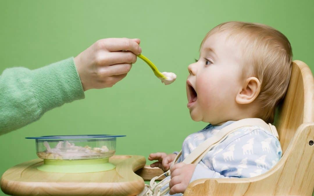 Introducing Solids to Your Baby – Complete Guide to Successful First Feeding
